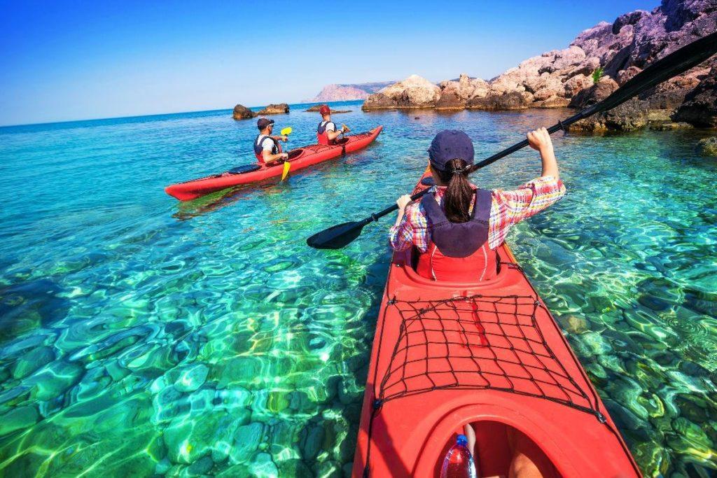 พายเรือคายัค ( Kayaking )